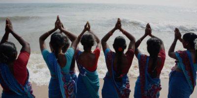 Mujeres en India ofrecieron oraciones en la playa de Marina Beach Foto:AFP