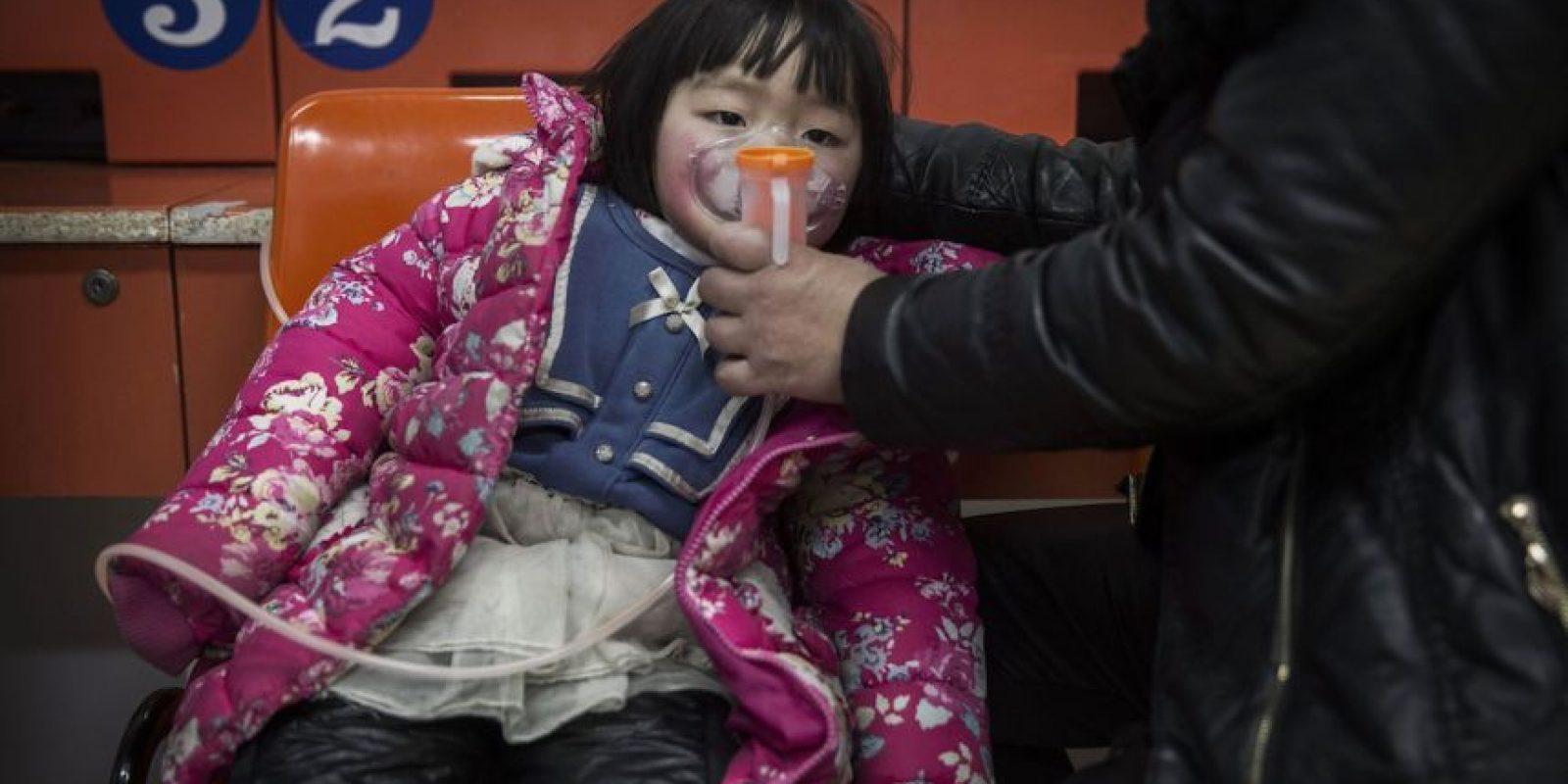 """Esto llevó a los funcionarios a buscar medidas más estrictas para controlar los nacimientos, por lo que en 1979 se estableció la """"política del hijo único"""" que exigía a parejas de la mayoría étnica Han tener solamente un solo hijo. Foto:Getty Images"""