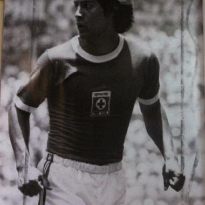 """Conocido como el """"Centavo"""", fue un jugador muy carismático en México durante los años 70, pues jugó en Cruz Azul y Chivas, dos de los equipos más populares de este país. Pero cuando su carrera estaba en lo más alto, fue asesinado tras una discusión en un restaurante de Guadalajara. Foto:Vía twitter.com/memodep"""