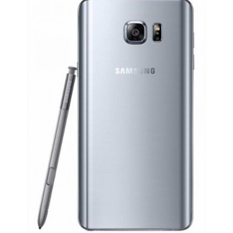 Su pantalla es de 5.7 pulgadas, Android 5.1.1 Lollipop, cámara posterior de 16 megapíxeles, frontal de 5 megapíxeles, 4GB en RAM, 32/64/128GB de memoria interna y batería de 3.000 mAh. Foto:Samsung