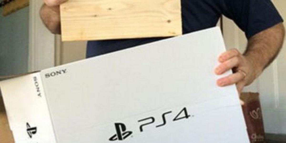 Le dieron un pedazo de madera: Hombre pensó que compraba un PS4