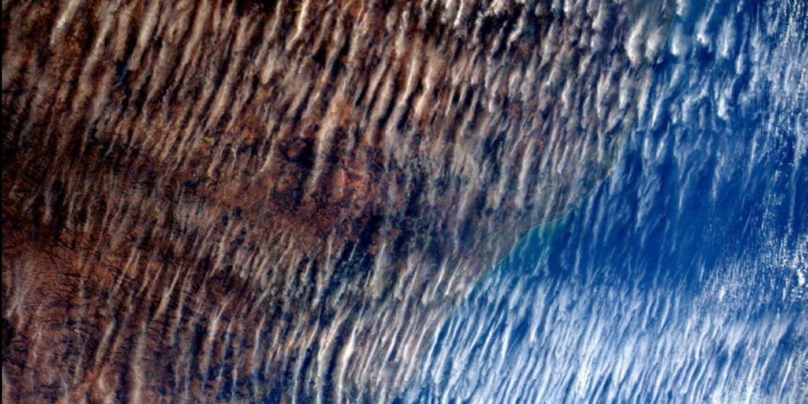 Así lucen las nubes sobre la Tierra, la imagen fue tomada en junio. Foto:Vía Twitter @AstroSamantha