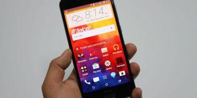 """Tiene una pantalla de 5 pulgadas, Android 6.0 Marshmallow, sensor de huellas digitales, cámara posterior de 13 megapíxeles con modo """"pro"""". Foto:Nicolás Corte"""