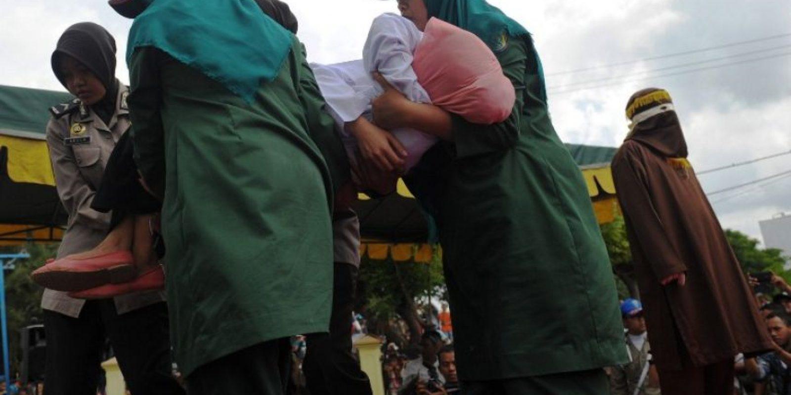 La joven tuvo que ser asistida por los servicios médicos Foto:AFP
