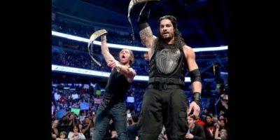 Roman Reigns es uno de los pocos luchadores que obtiene el máximo cinturón sin antes haber ganado otro título individual Foto:WWE