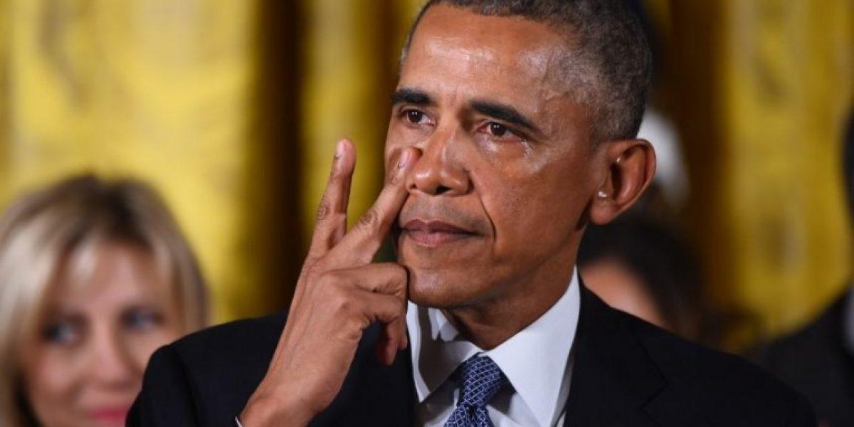 Obama llora al recordar víctimas de tiroteo en escuela primaria
