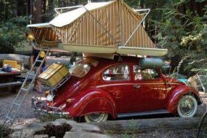Que mejor uso que convertir tu auto en una casa de campaña. Foto:Vía pinterest