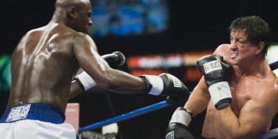 """Sylvester Stallone encartó al mítico boxeador en seis películas que cuentan la vida del pugilista que salió de los suburbios gracias a un toque de suerte y se convirtió en un campeón. Los escalones que """" ocky"""" subió en el Museo de Arte de Filadelfia y la estatua del boxeador se convirtieron en un ícono de la cultura en esa ciudad. Foto:United Artists"""