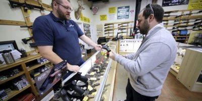 Por lo que su gobierno, tratará de controlar al vendedor y al comprador Foto:AP