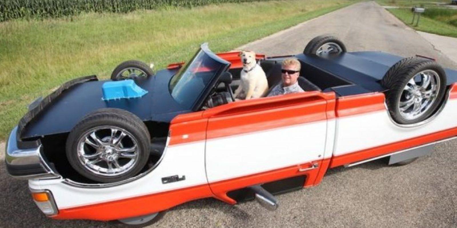 Un mecánico de Illinois, modificó su auto para que pareciera que estaba volteado Foto:Vía pinterest