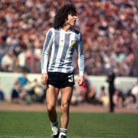 Fue campeón del mundo en 1978 y también asistió al Mundial de 1982. Jugó en Boca Juniors, Birmingham City, River Late y Talleres, principalmente. Foto:Getty Images