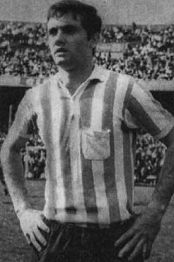 Es considerado el mejor central en la historia de Argentina. Disputó los Mundiales de 1966 y 1974 y militó en equipos como Racing Club, River Plate y Cruzeiro. Foto:Wikimedia