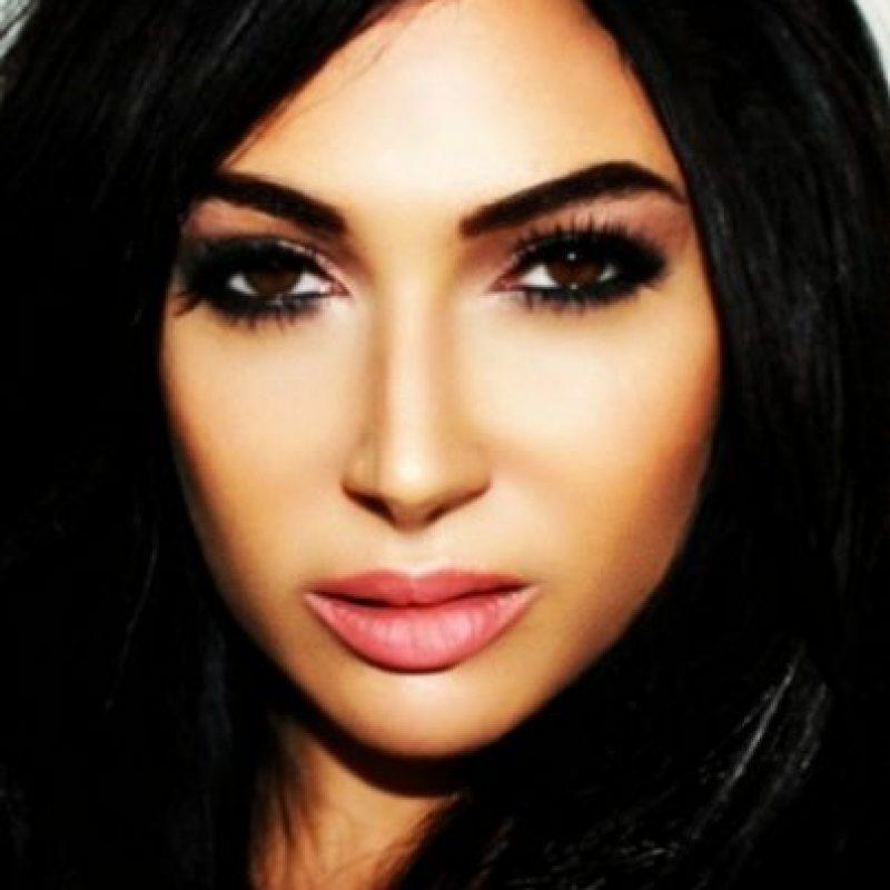 Claire Leeson declaró que gastó casi 30 mil dólares para verse como Kim Kardashian. Foto:Instagram/claireleeson_xx