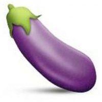 1- Instagram decidió prohibir los hashtags con el emoji de la berenjena debido a que hace referencia a los genitales masculinos o relaciones sexuales. Foto:vía emojipedia.org