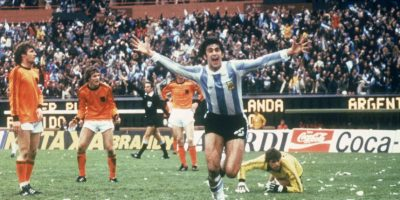 """""""El Matador"""" fue el líder de la selección argentina que ganó el Mundial en 1978, además del mejor jugador de este torneo. Militó en clubes tradicionales como River Plate, Rosario Central y el Valencia español. Foto:Getty Images"""