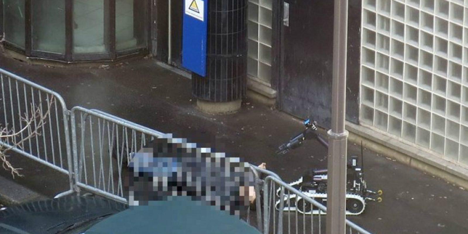 Un hombre armado con un cuchillo fue acribillado en París Foto:AFP
