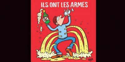 """Esta portada respondió a los ataques terroristas en París la noche del 13 de noviembre de 2015 que dejó a más de 100 muertos. Se destaca una imagen de un hombre acribillado diciendo: """"Ellos tienen las armas. F ** k ellos. ¡Nosotros tenemos champán! """" Foto:Charlie Hebdo"""