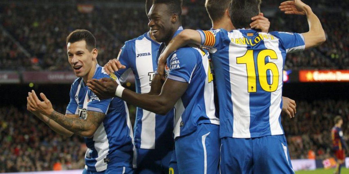 Jugadores del Espanyol calientan la vuelta contra Barcelona