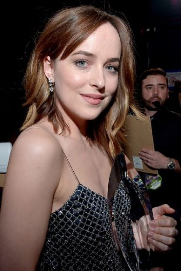 """Dakota Johnson recibió el premio por """"Mejor Actriz Dramática"""" Foto:Getty Images"""