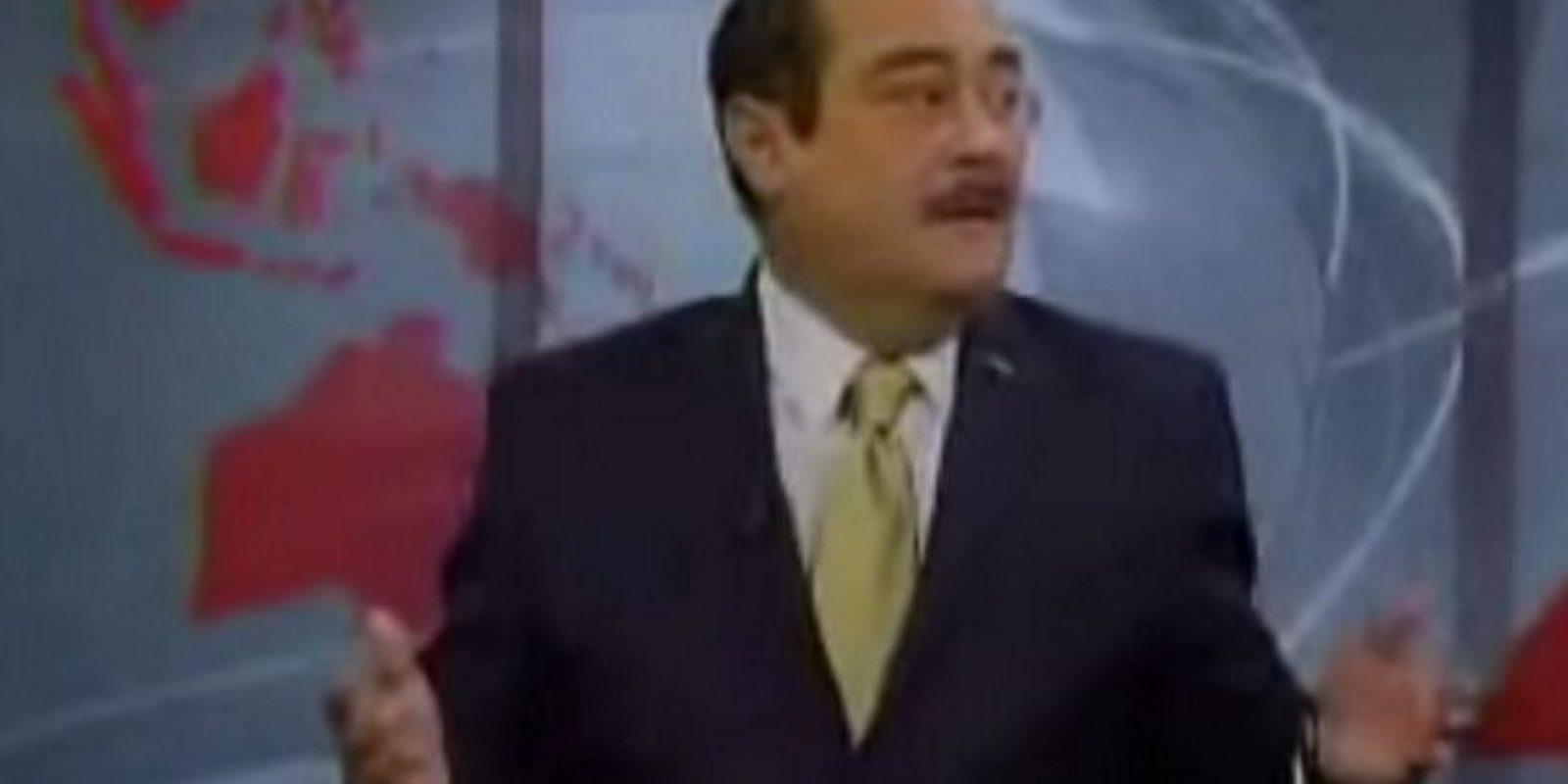 Periodista mexicano insulta y se refiere despectivamente a sus colegas de otra televisora sin saber que estaba al aire. Los memes no faltaron. Foto:vía Toutube.com