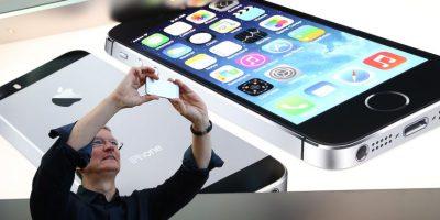 Tim tomando una foto con el iPhone en una Apple Store. Foto:Getty Images