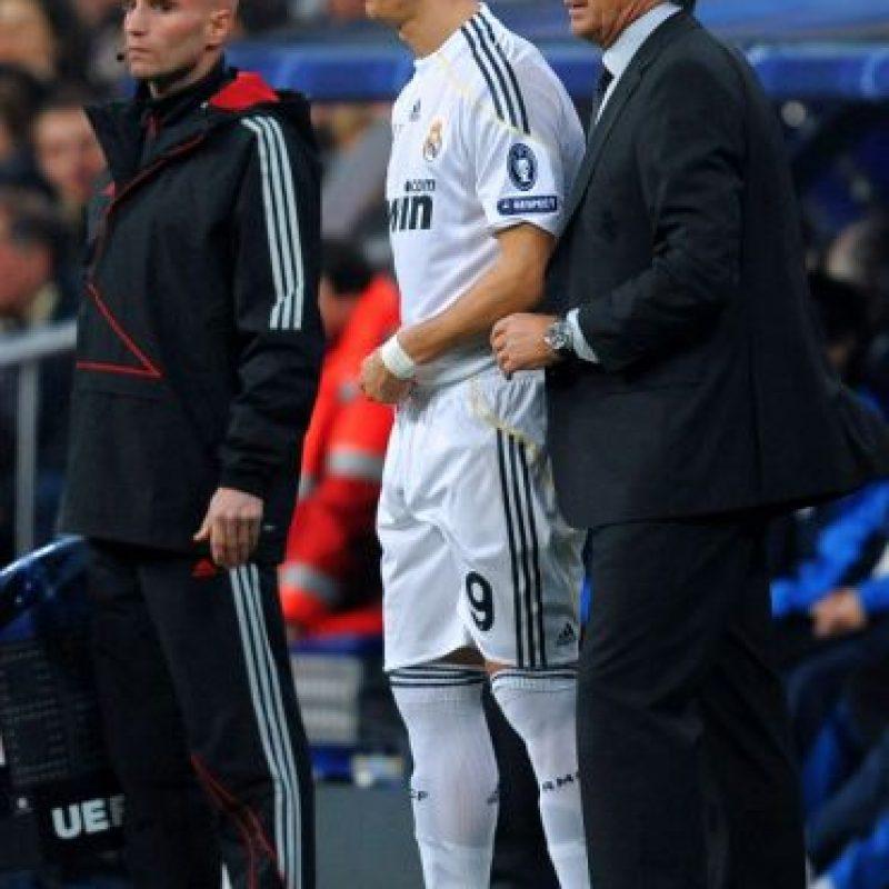"""En 2009, Florentino Pérez regresó a la presidencia del Real Madrid y su primer fichaje fue el entrenador Manuel Pellegrini. El chileno firmó por dos temporadas, hasta junio de 2011, pero fue despedido tras su primera campaña en la cual no logró ganar ningún título. El """"Ingeniero"""" recibió una indemnización de 4.2 millones de euros. Foto:Getty Images"""