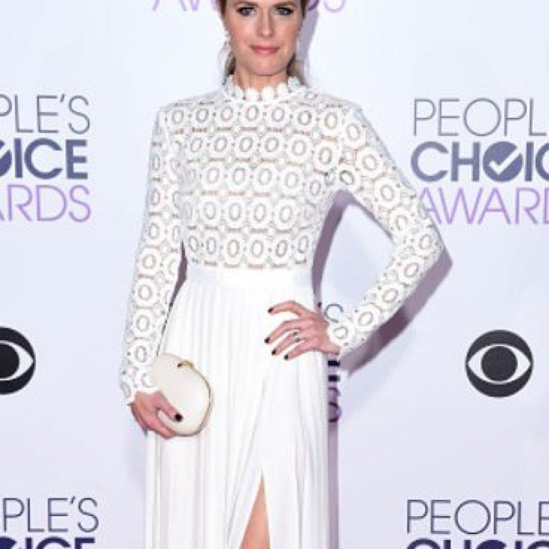 Maggie Lawson, con una textura que ya es clásica para esta temporada, el entramado. Foto:vía Getty Images