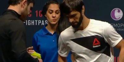 Las mejores reacciones de Sheila, la chica que se robó la noche de la ceremonia de pesaje de la UFC Fight Night 80 Foto:Twitter