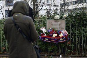 Mensajes de paz y amor se vieron en la calle. Foto:AFP