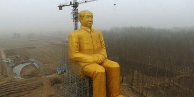 En China, apareció una estatua de Mao Zedong de 36 metros de altura. Aunque se reporta que ya fue demolida. Foto:AFP
