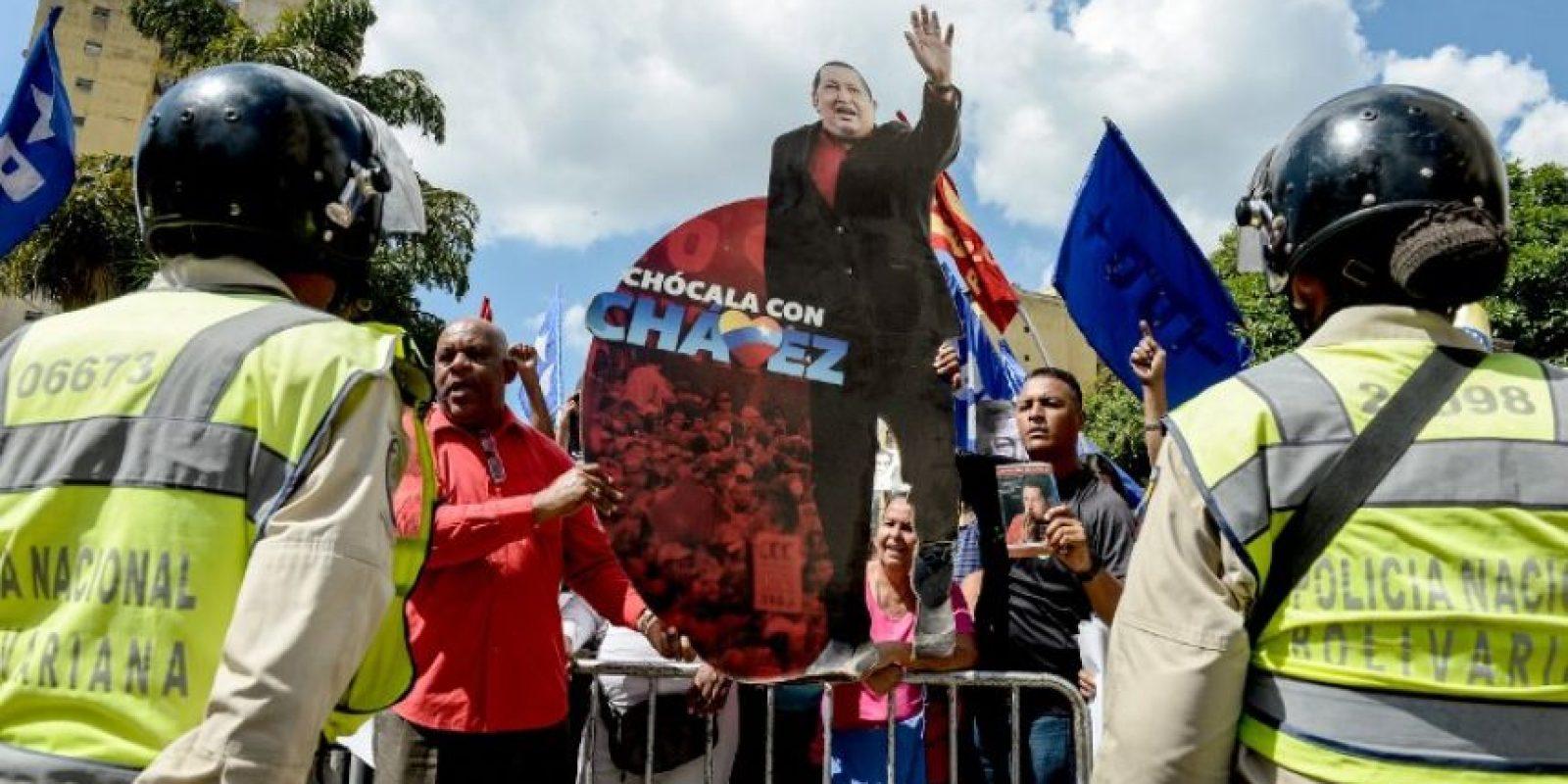 Con imágenes de Chávez y Simón Bolívar recorrieron las calles. Foto:AFP