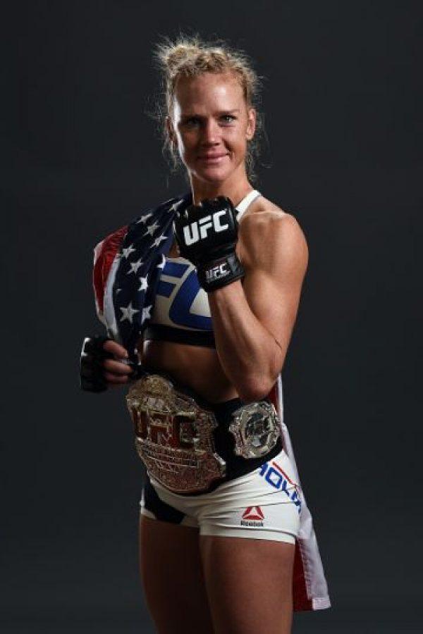 """""""La Hija del Predicador"""" ganó el cinturón de campeona tras derrotar a Ronda Rousey en UFC 193. Foto:Getty Images"""