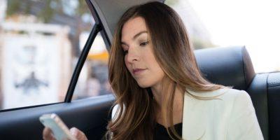 El nombre y foto del conductor, modelo y placas del vehículo aparecen en la aplicación. Foto:Uber