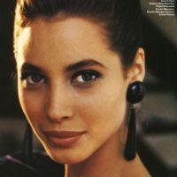 En los años 80 y 90 tuvo contratos multimillonarios con Calvin Klein y Maybelline. Foto:vía Vogue