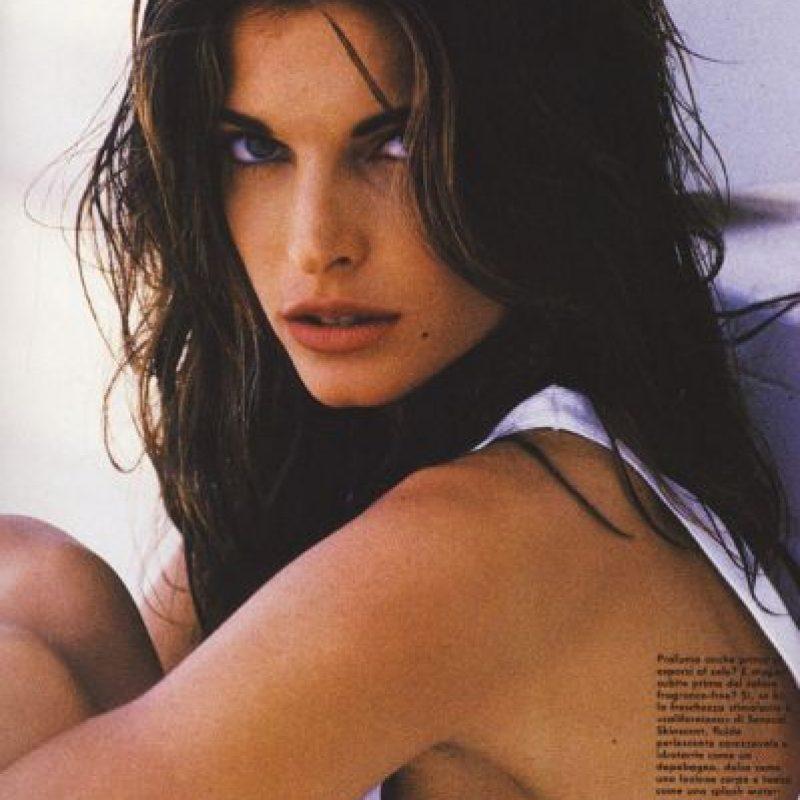 Comenzó a modelar en los años 80 y se hizo famosa desde entonces por salir con John Casablancas, fundador de Elite Model, y causar su divorcio. Foto:vía Vogue
