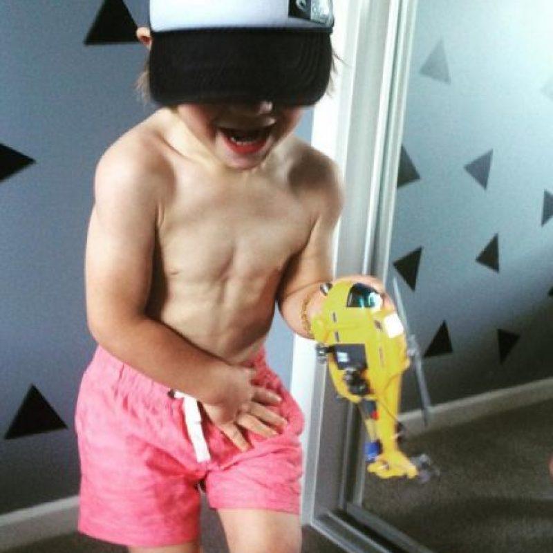 Sus músculos están marcados y ¡sólo tiene tres años! Foto:Vía instagram.com/musclylittlemonster