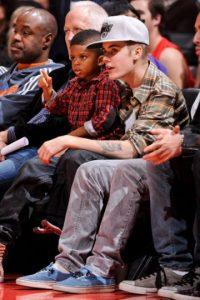 """Que incluso, ha sido """"niñera"""" de su hijo en sus juegos en la NBA. Foto:Getty Images"""