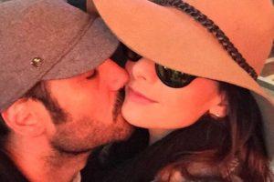 La romántica foto la subió la presentadora a su cuenta en Instagram, desde la 'Ciudad del Pecado'. Foto:https://www.instagram.com/carolinacruzosorio/
