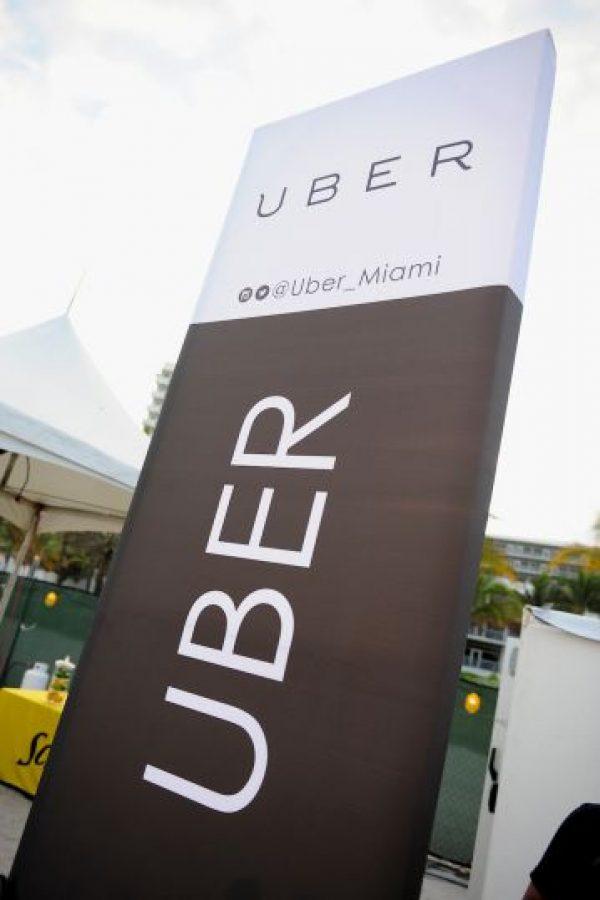 Uber dice que son transparentes en todo momento debido a que los usuarios pueden calcular la tarifa de su traslado antes de pedir el viaje; además de recibir un recibo detallado de su tarifa al concluirlo. Foto:Getty Images