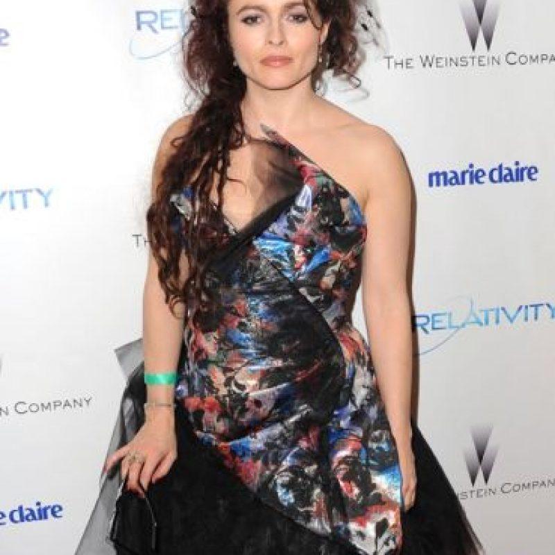 Esto ya se puede esperar de Helena Bonham Carter. Acá, con un modelo de Vivienne Westwood para la ceremonia de 2011 Foto:Getty Images
