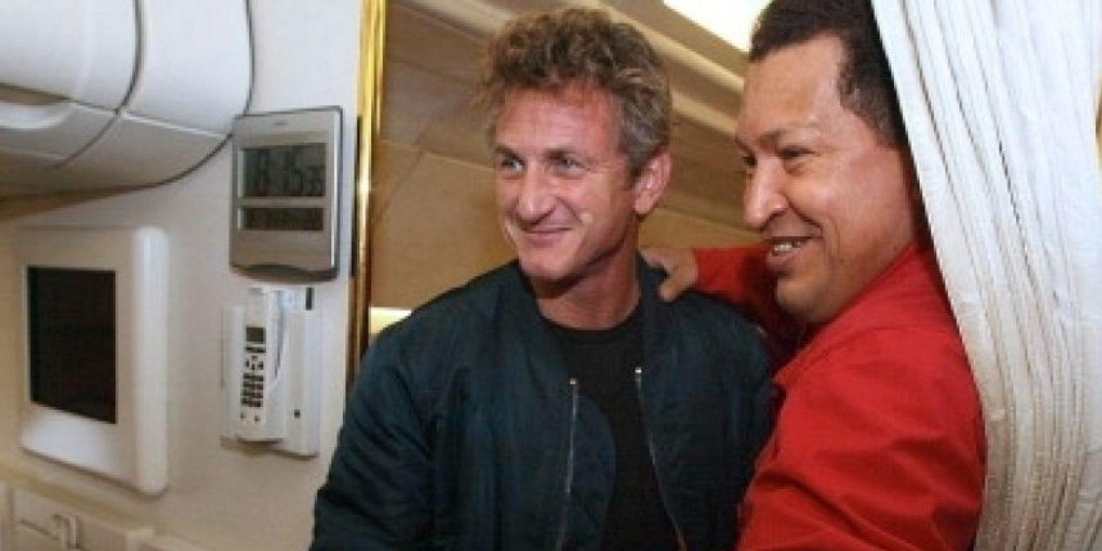 """3. Cobertura en Venezuela/Sean Penn siempre ha tenido inclinación por la izquierda, e incluso se ha definido a sí mismo como """"marxista"""". Su amistad con el expresidente de Venezuela, Hugó Chávez, fue de dominio público. Foto:AFP"""