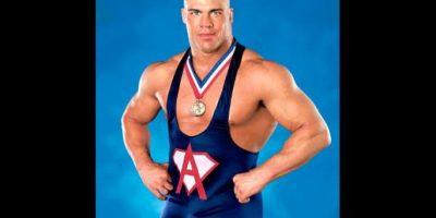 Este medallista olímpico tuvo muchas ofertas cuando anunció que se dedicaría a la lucha libre. Angle escogió la WWE en donde se convirtió en una súper estrella. Foto:WWE