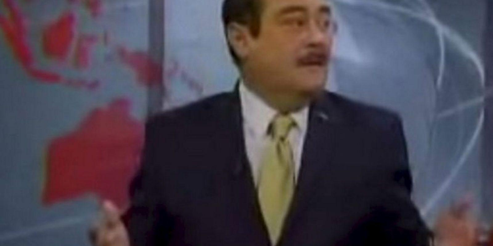 Periodista mexicano insulta y se refiere despectivamente a sus colegas de otra televisora sin saber que estaba al aire. Los memes no faltaron. Foto:Vía Youtube.com
