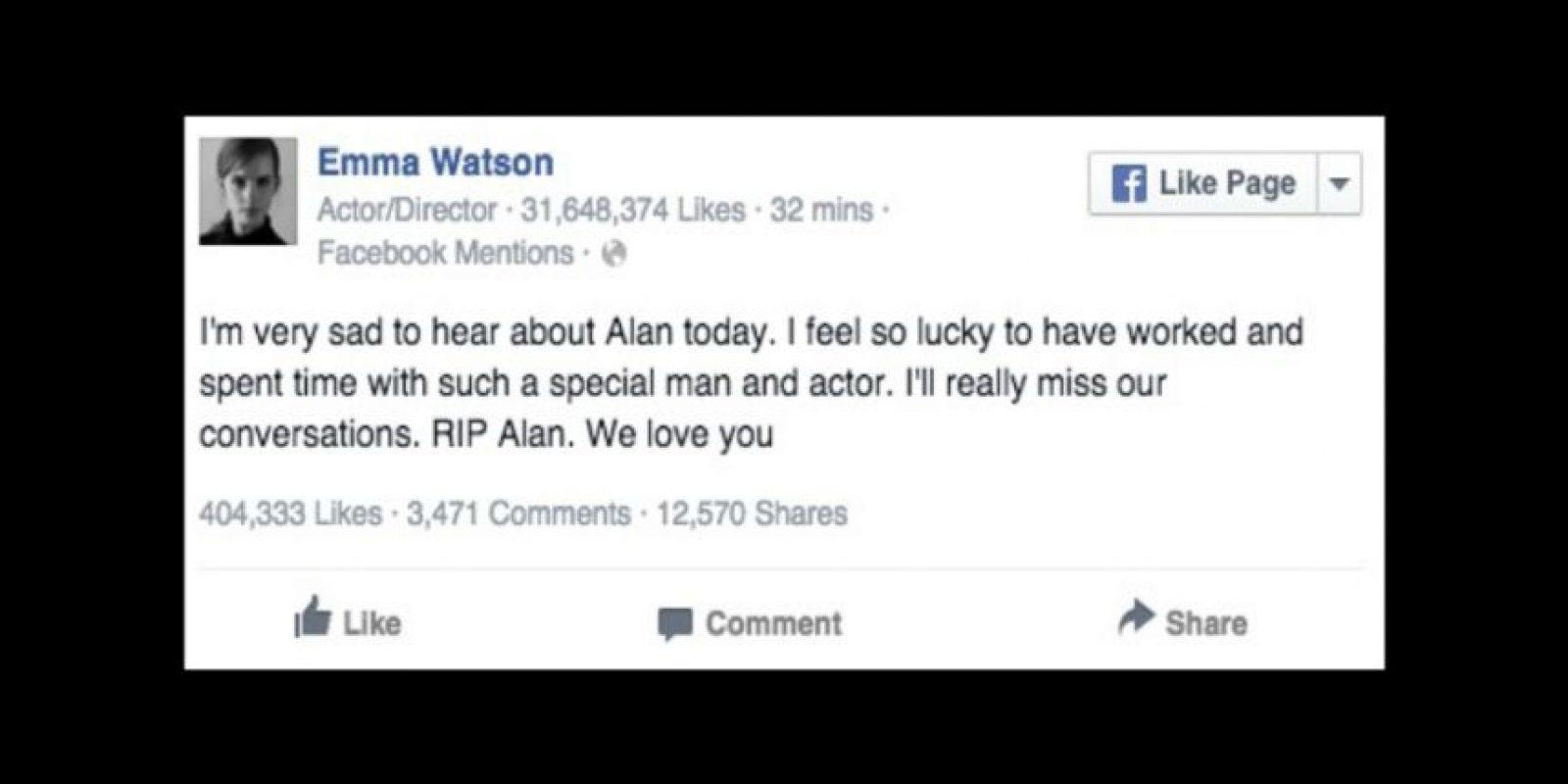 """""""Estoy muy triste al escuchar lo de Alan. Me siento afortunada de haber trabajado y pasado un tiempo con un hombre y actor tan especial. Realmente voy a echar de menos nuestras conversaciones. RIP Alan. Te amamos"""". Foto:Facebook/EmmaWatson"""