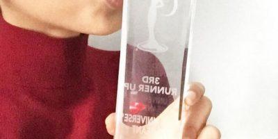 Miss Francia mostrando su trofeo Foto:Instagram @fioracoquerel