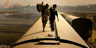 """""""¿Quién quiere ser millonario?"""" es una película Indio-británica del 2008, dirigida por Danny Boyle y escrita por Simon Beaufoy, ganadora de 8 Premios Óscar. Foto:Film4 / Celador Films"""