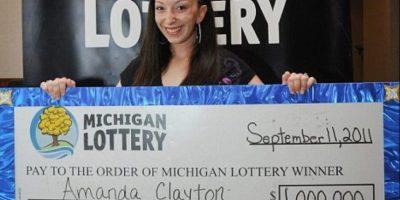 Amanda Clayton la millonaria típica. A sus 24 años ganó un millón de dólares jugando lotería en Michigan, Estados Unidos. Sin embargo, no le bastó y logró que el Gobierno le diera 5 mil 500 en vales de comida. Foto:Pinterest