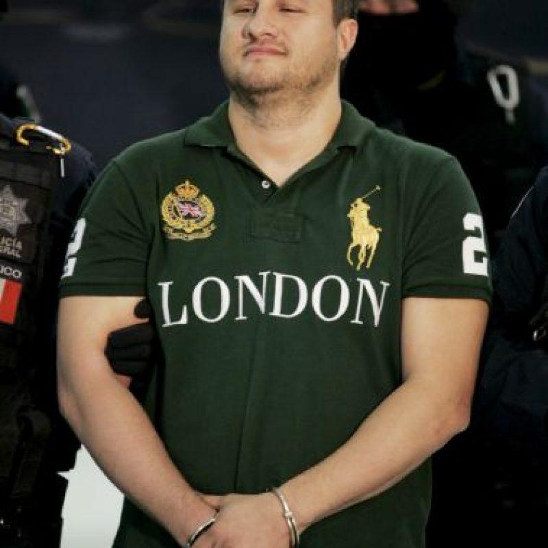 """Cuando capturaron al narcotraficante Edgar Valdez Villarreal, alias """"La Barbie"""", el delincuente lució una camiseta tipo polo en su presentación Foto:Getty Images"""