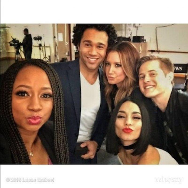 """Vanessa Hudgens, Ashley Tisdale, Lucas Grabeel, Corbin Bleu y Monique Coleman se reunieron este fin de semana para celebrar los 10 años del estreno de """"High School Musical"""". Foto:Instagram/vanessahudgens"""