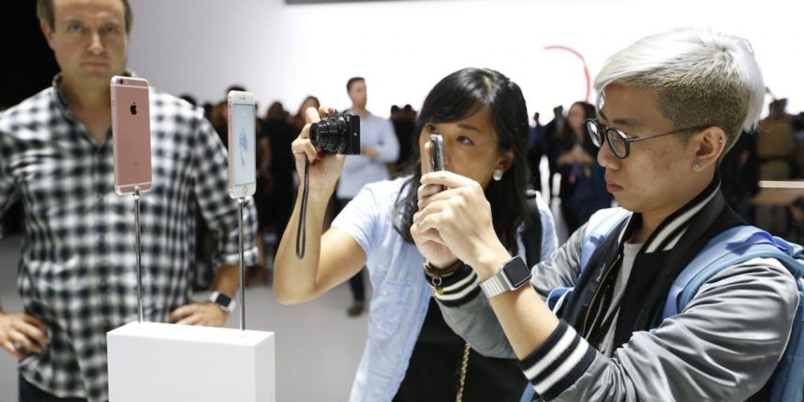 """A través de las redes sociales, usuarios señalan que el iPhone 6s se sobrecalienta ocasionando que no se pueda habilitar el flash de la cámara posterior. El dispositivo muestra un mensaje de advertencia que menciona lo siguiente: """"El iPhone necesita enfriarse antes de poder utilizar el flash"""". Foto:Getty Images"""